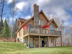 居外网在售加拿大Mont-Tremblant4卧3卫的房产总占地7163平方米CAD 545,000