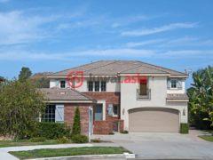 居外网在售美国欧申赛德5卧4卫的房产总占地1417平方米USD 725,000